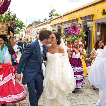 Relevante enlace de Ricardo Fernández Caballero y Estefanía Pérez en Oaxaca