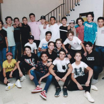 Festejan entre amigos sus XV años