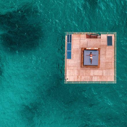 Una noche bajo el agua en The Manta Resort